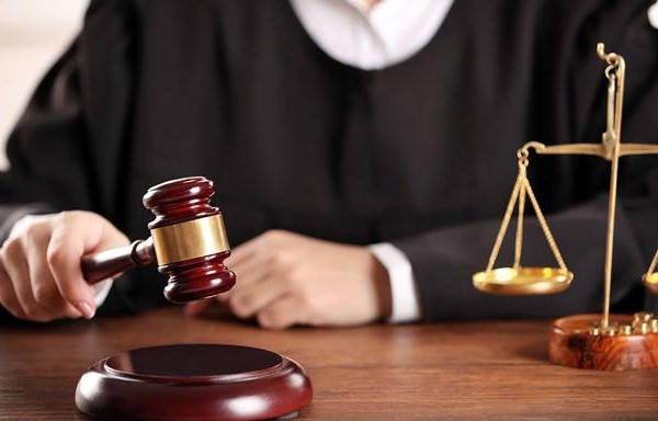 Requisitos para ser juez juez vestido