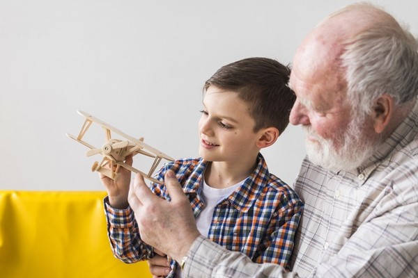 Requisitos para salir del país con menores abuelo y niño