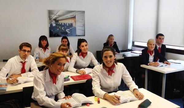Azafatas estudiando