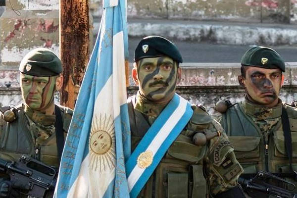 Requisitos para entrar al ejército Argentino soldados con fuente