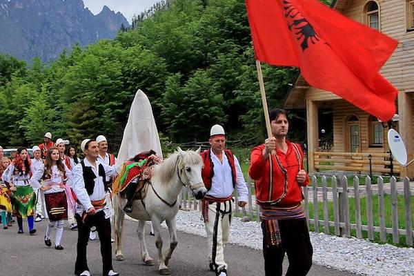 Requisitos para viajar a Albania desfile de Albania