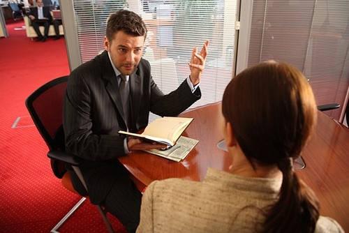 Certificado de Empresa hablando con el jefe