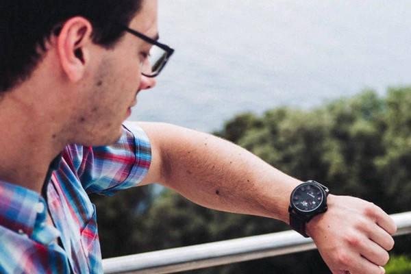 Requisitos para ir de Erasmus estudiante viendo reloj