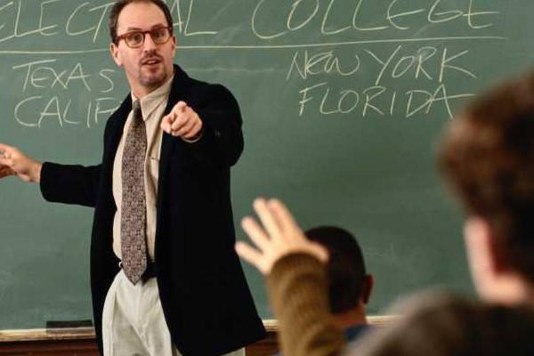 Requisitos para ser Profesor de FP profesor respondiendo pregunta